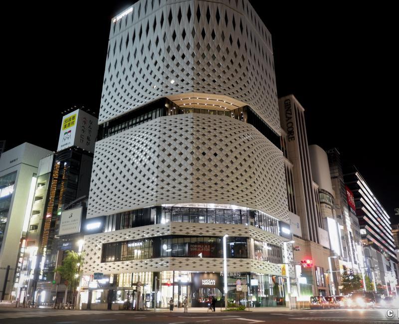 Tokyo dans le noir sous état d'urgence, carrefour de Ginza