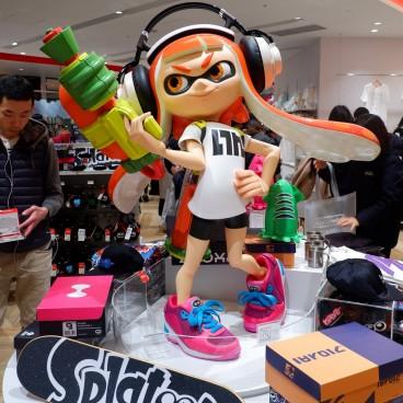 Magasin Nintendo TOKYO et statue Fille Inkling (Splatoon) au Shibuya PARCO