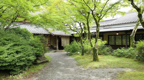 Ryokan autour du lac Kirinko à Yufuin
