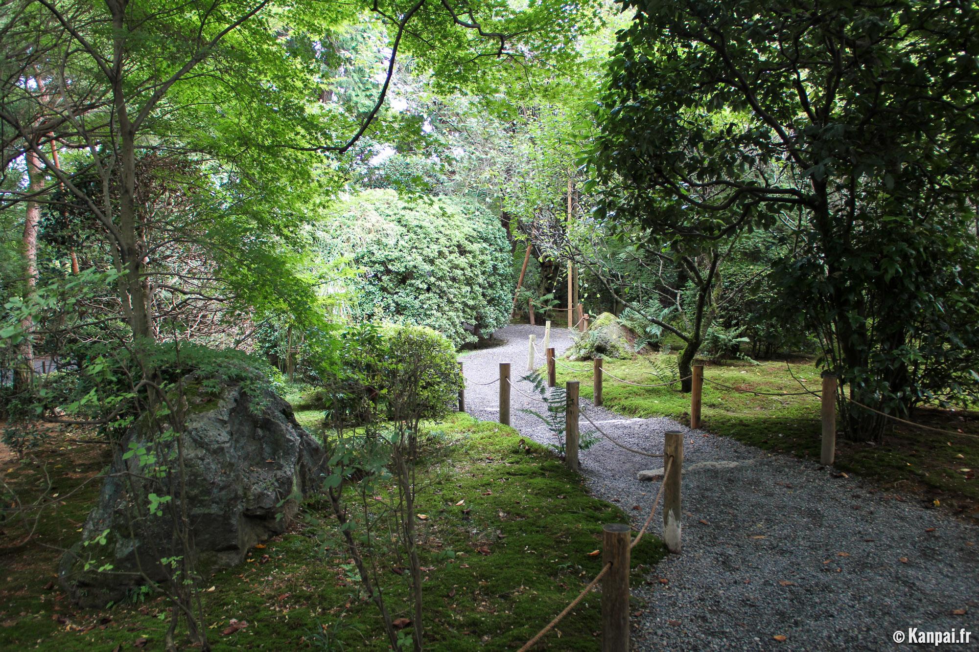 Ryoan Ji Le Contemplatif Jardin De Pierres
