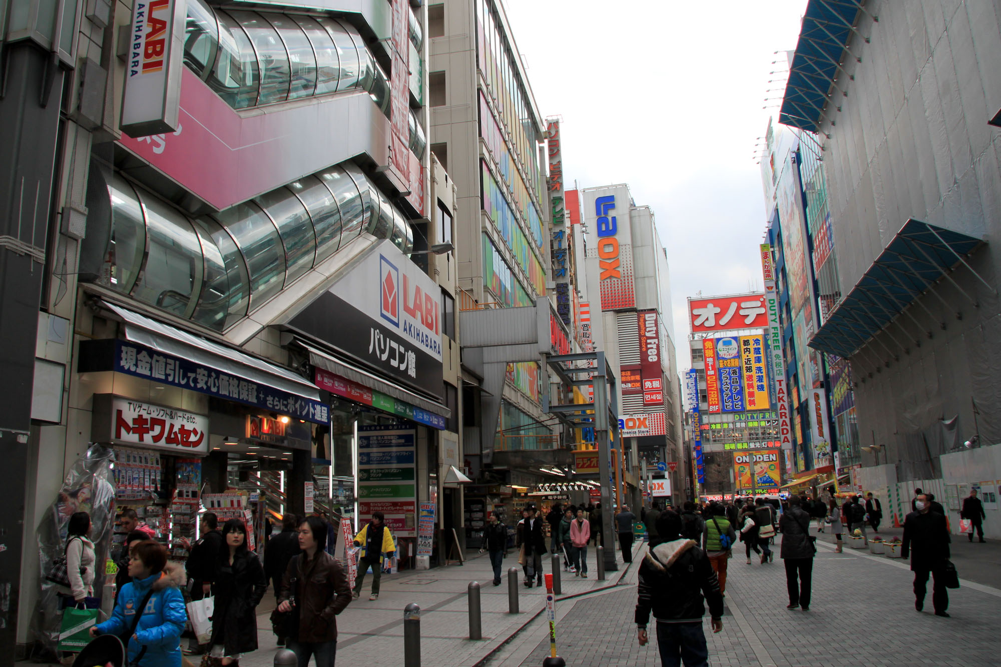 akihabara la ville lectrique pour geeks et otaku de tokyo. Black Bedroom Furniture Sets. Home Design Ideas