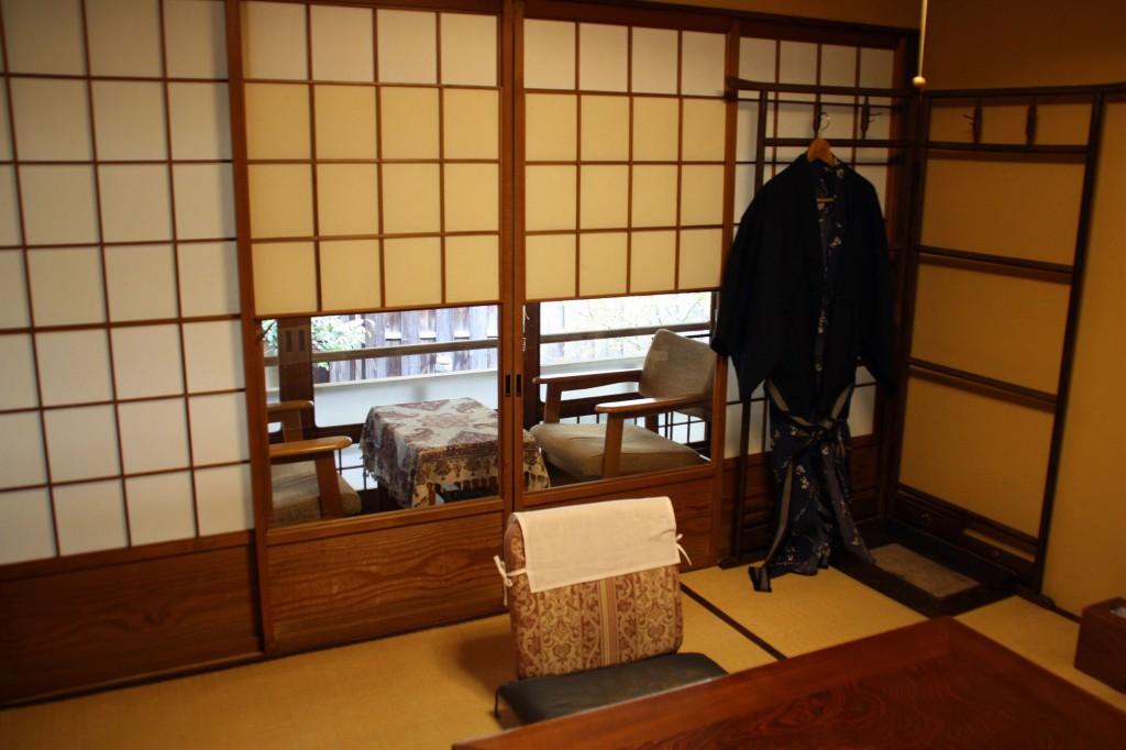 yens euros budget combien a co te. Black Bedroom Furniture Sets. Home Design Ideas